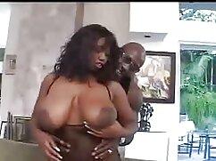 Zoya chupa profundamente en el cojiendo mujeres mayores inodoro.
