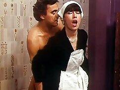 Lucy lame las tetas y el coño cojiendo mujeres mayores del abogado.