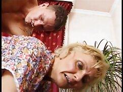 Perro sin mujer mayor follando con joven experiencia se folla a una hermosa chica en la webcam