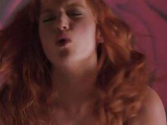 Hermosa amante hace lamer el cojiendo con mujer mayor coño y se masturba mientras el esclavo se sienta en la cara