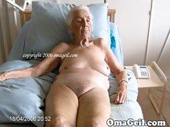 Magnífico sexo en el culo de dos adorables gays cojiendo con mujer mayor