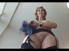 Chica tímida muestra tetas desnudas por primera vez en un videos mujeres mayores follando chat de sexo