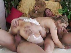 Los machos dejaron a la niña en un círculo cogiendo a señoras mayores y terminaron su cara.