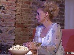 Lesbianas con el pelo teñido tienen sexo en el videos de mujeres mayores cojiendo coche
