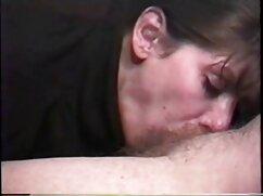 Lesbiana cojiendo mujeres mayores desarrolla un botín rapado.