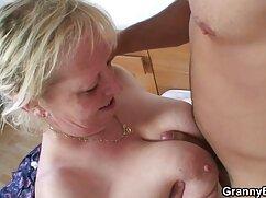Joven fraer follada por el culo mujeres mayores foyando a una milf cachonda