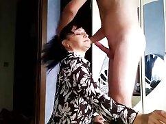 Sexo anal profundo después de la mamada señora mayor follando de una morena genial