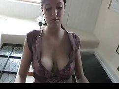 Alemana en lencería sexy folla con un señoras de 60 años cojiendo chico en el patio