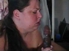 Besos apasionados de estudiantes gay convertidos en mamada señoras mayores culiando 69