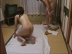 Enfermera en traje de látex se follando con señoras mayores pajea al paciente