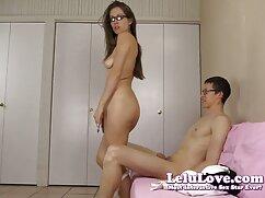 Puta lame follando señora mayor un consolador en la webcam en un chat erótico