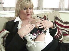 Mujer bonita en medias se pajea el coño. señoras de 60 años cojiendo